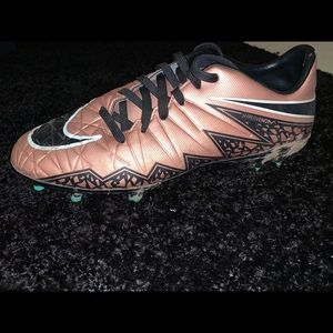 Nike US size 7 soccer cleats.